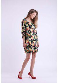Nommo - Kwiatowa Krótka Dzianinowa Sukienka z Kieszeniami. Materiał: dzianina. Wzór: kwiaty. Długość: mini