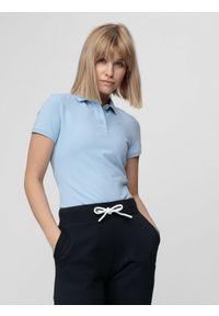 4f - Koszulka polo damska. Typ kołnierza: polo. Kolor: niebieski. Materiał: materiał. Długość rękawa: krótki rękaw