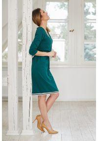 e-margeritka - Sukienka ołówkowa dzianinowa zielona - 44. Kolor: zielony. Materiał: dzianina. Wzór: aplikacja. Typ sukienki: ołówkowe. Styl: elegancki. Długość: midi