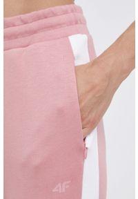 4f - 4F - Spodnie. Kolor: różowy. Materiał: dzianina