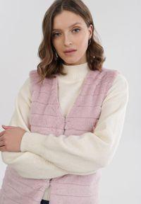 Born2be - Jasnofioletowa Kamizelka Melis. Typ kołnierza: dekolt w serek. Kolor: fioletowy. Materiał: jeans, futro, materiał. Wzór: aplikacja