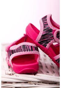 Casu - różowe sandały na rzep casu la108. Zapięcie: rzepy. Kolor: różowy