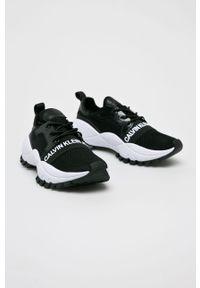 Czarne buty sportowe Calvin Klein Jeans na sznurówki, na średnim obcasie, z cholewką