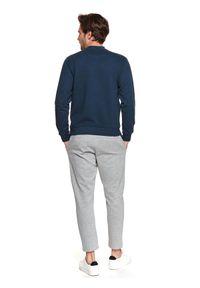 TOP SECRET - Bluza z kieszenią. Okazja: na co dzień. Kolor: niebieski. Materiał: bawełna, tkanina. Długość rękawa: długi rękaw. Długość: długie. Sezon: wiosna. Styl: casual