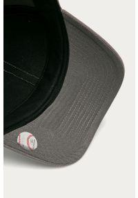 Szara czapka z daszkiem 47 Brand z aplikacjami
