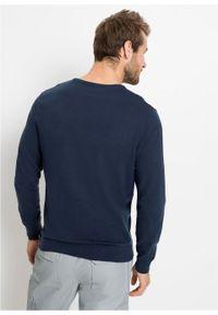 Sweter z dekoltem w serek bonprix ciemnoniebieski. Typ kołnierza: dekolt w serek. Kolor: niebieski. Materiał: dzianina. Wzór: ze splotem, gładki. Styl: klasyczny