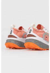 Adidas by Stella McCartney - adidas by Stella McCartney - Buty Outdoorboost. Nosek buta: okrągły. Zapięcie: sznurówki. Kolor: pomarańczowy. Materiał: guma