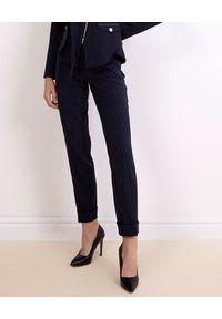 CATERINA - Granatowe spodnie w prążki. Stan: podwyższony. Kolor: niebieski. Materiał: tkanina. Wzór: prążki
