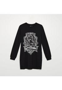 Cropp - Dresowa sukienka Harry Potter - Czarny. Kolor: czarny. Materiał: dresówka