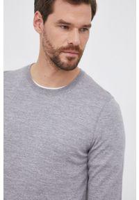 BOSS - Boss - Sweter wełniany. Kolor: szary. Materiał: wełna. Długość rękawa: długi rękaw. Długość: długie