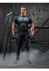 FJ! - Rashguard krótki rękaw ARMOUR. Materiał: elastan, poliester, materiał, skóra, dzianina. Długość rękawa: krótki rękaw. Długość: krótkie. Wzór: nadruk. Sport: fitness