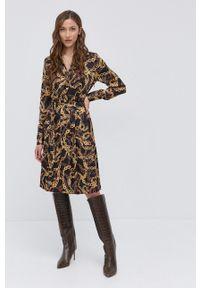 Marciano Guess - Sukienka. Kolor: czarny. Materiał: tkanina. Długość rękawa: długi rękaw. Typ sukienki: plisowane