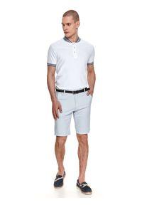 TOP SECRET - T-shirt polo męski w kropki. Typ kołnierza: polo. Kolor: biały. Materiał: bawełna, tkanina. Długość rękawa: krótki rękaw. Długość: krótkie. Wzór: kropki. Sezon: lato. Styl: elegancki