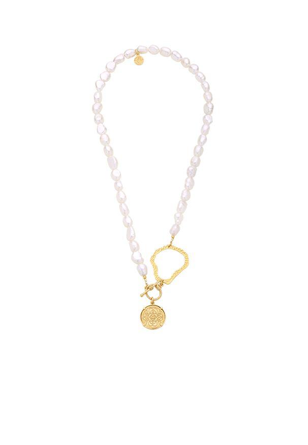 MOKOBELLE - Naszyjnik z naturalnych pereł z zawieszką Mokobelle. Materiał: pozłacane. Kolor: biały. Kamień szlachetny: perła