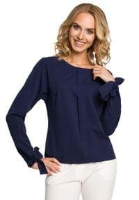 MOE - Granatowa Bluzka z Wiązanymi na Dole Długimi Rękawami. Kolor: niebieski. Materiał: wiskoza, poliester, elastan. Długość rękawa: długi rękaw. Długość: długie