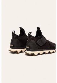 Czarne buty sportowe sorel z okrągłym noskiem, na średnim obcasie