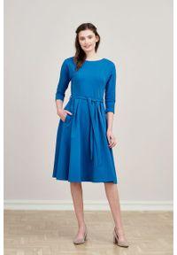 Marie Zélie - Sukienka Anastazja ciemnoniebieska. Kolor: niebieski. Materiał: dzianina, materiał, skóra, bawełna, elastan. Typ sukienki: rozkloszowane. Styl: klasyczny
