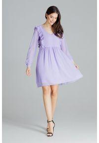 Lenitif - Swobodna szyfonowa sukienka z pionowymi falbanami fioletowa. Typ kołnierza: dekolt w serek. Kolor: fioletowy. Materiał: szyfon. Długość: midi