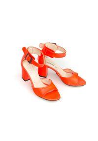 Zapato - sandałki na słupku - skóra naturalna - model 348 - pomarańczowy neon. Okazja: na wesele, na ślub cywilny, na imprezę. Nosek buta: otwarty. Kolor: pomarańczowy. Materiał: skóra. Wzór: motyw zwierzęcy, kwiaty, geometria, aplikacja. Sezon: lato. Obcas: na słupku. Styl: boho, klasyczny, elegancki, młodzieżowy. Wysokość obcasa: średni