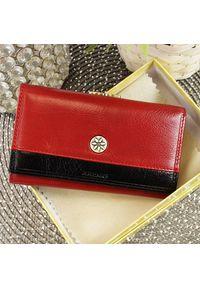 Czerwony portfel Krenig w kolorowe wzory