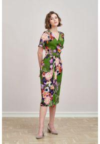 Marie Zélie - Sukienka Irmina Botha. Materiał: wiskoza, materiał, tkanina, skóra, poliester. Długość rękawa: krótki rękaw. Wzór: napisy. Typ sukienki: proste, kopertowe