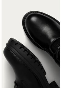 Czarne botki Answear Lab z cholewką, na zamek, z okrągłym noskiem