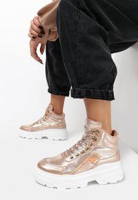 Złote buty sportowe Born2be
