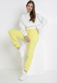 Born2be - Żółte Spodnie Dresowe Aqeata. Kolor: żółty. Materiał: dresówka