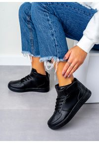Czarne buty sportowe Casu w kolorowe wzory, na rzepy, z cholewką