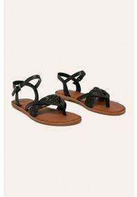 Czarne sandały Toms na klamry