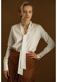 Biała koszula Hultaj Polski z kokardą, w kropki