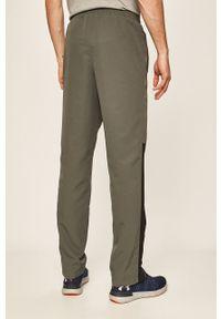 Szare spodnie dresowe Under Armour z nadrukiem