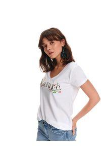 Biały t-shirt TOP SECRET z napisami, na wiosnę