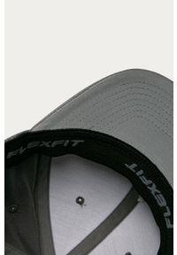 Szara czapka z daszkiem Kangol z aplikacjami