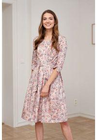 Marie Zélie - Sukienka Elina Lorica różowa. Kolor: różowy. Materiał: satyna, materiał, bawełna. Typ sukienki: rozkloszowane. Styl: klasyczny