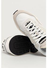 Białe sneakersy Diesel z okrągłym noskiem, z cholewką, na sznurówki