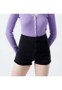 Cropp - Jeansowe szorty z wysokim stanem - Czarny. Stan: podwyższony. Kolor: czarny. Materiał: jeans