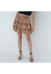 Mohito - Spódnica mini z paskiem - Brązowy. Kolor: brązowy