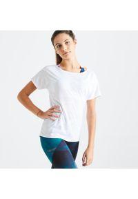DOMYOS - Koszulka fitness damska Domyos krótki rękaw. Kolor: biały, wielokolorowy, różowy. Materiał: poliester, materiał. Długość rękawa: na ramiączkach, krótki rękaw. Długość: krótkie. Sport: fitness