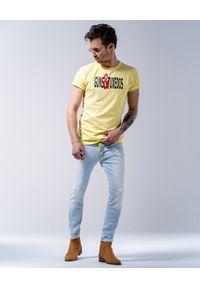 GUNS & TUXEDOS - Żółty t-shirt z logo Summerfling. Kolor: żółty. Materiał: jeans, bawełna. Styl: wakacyjny
