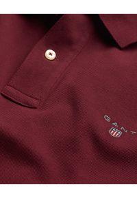 GANT - Bordowa koszula polo z długim rękawem. Okazja: na co dzień. Typ kołnierza: polo. Kolor: czerwony. Materiał: bawełna, jeans. Długość rękawa: długi rękaw. Długość: długie. Wzór: haft. Styl: klasyczny, casual