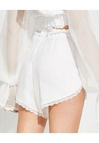 JOANNA MUZYK - Białe szorty z koronką Silky White. Kolor: biały. Materiał: koronka. Wzór: koronka