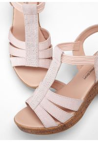 Różowe sandały bonprix retro, z paskami, na platformie