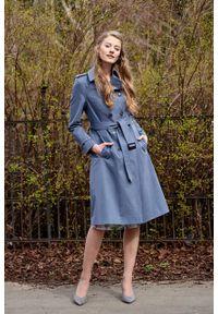 Marie Zélie - Trencz Adria bawełna z elastanem szarobłękitny. Kolor: niebieski. Materiał: bawełna, elastan. Sezon: lato. Styl: klasyczny