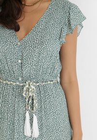 Born2be - Zielona Sukienka Tudanna. Typ kołnierza: dekolt w kształcie V. Kolor: zielony. Materiał: tkanina, materiał. Wzór: kwiaty, ażurowy, aplikacja. Długość: maxi