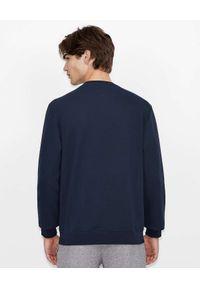 Armani Exchange - ARMANI EXCHANGE - Granatowa bluza z szarym logo. Kolor: niebieski. Materiał: materiał. Długość rękawa: długi rękaw. Długość: długie
