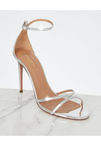 AQUAZZURA - Srebrne sandały na szpilce Purist. Zapięcie: klamry. Kolor: srebrny. Materiał: lakier. Wzór: paski. Obcas: na szpilce. Styl: wizytowy, klasyczny