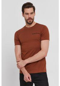 Calvin Klein Jeans - T-shirt. Okazja: na co dzień. Kolor: brązowy. Materiał: bawełna, dzianina. Wzór: gładki. Styl: casual