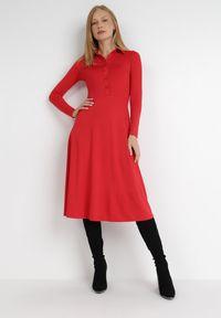 Born2be - Czerwona Sukienka Mellobe. Kolor: czerwony. Typ sukienki: rozkloszowane, dopasowane. Styl: vintage, retro. Długość: midi