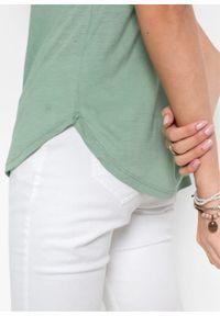 Shirt z kieszenią bonprix zielony pastelowy. Typ kołnierza: dekolt w serek. Kolor: zielony. Długość rękawa: krótki rękaw. Długość: krótkie